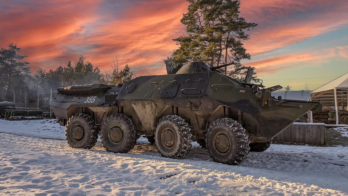 Катание и вождение военной техники: БТР
