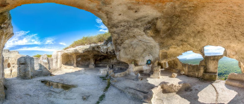 Тур на квадроциклах в пещерный город в Крыму