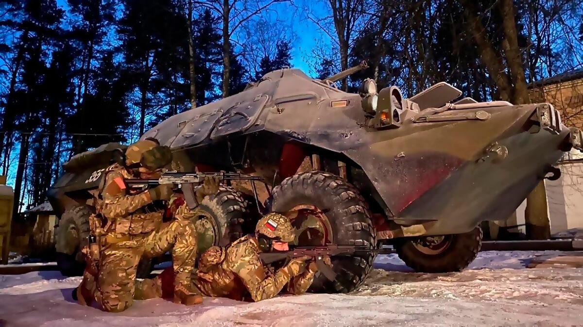 Катание на военной технике БТР 80 с вождением в Москве и Подмосковье